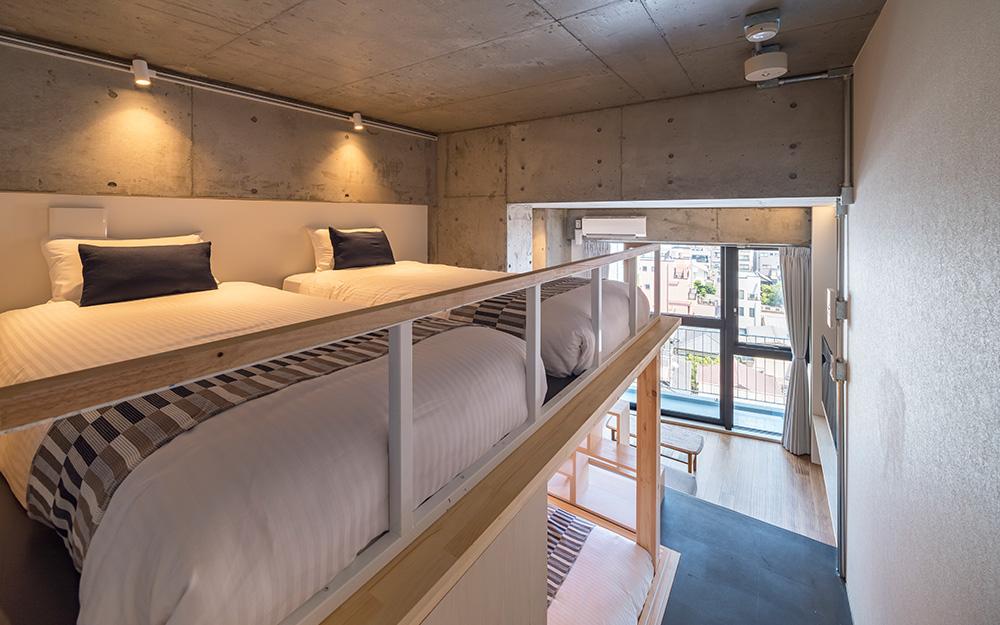 dots. tokyoのファミリースイートルームの上段ベッドスペース
